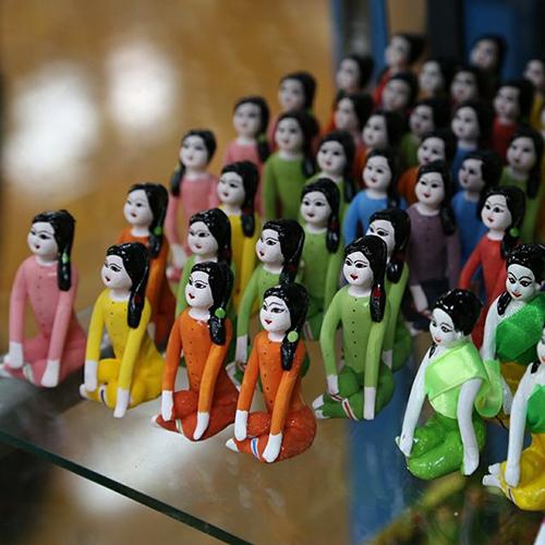 ตุ๊กตาดินเผา ชายหญิง (ใหญ่) จำนวน 12 ตัว