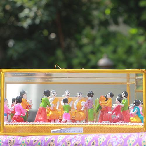 ตุ๊กตาดินเผา ชุดประเพณี 12 เดือน (ชุดสรงน้ำพระ) ตำบลบางแก้ว อำเภอเมือง จังหวัดอ่างทอง