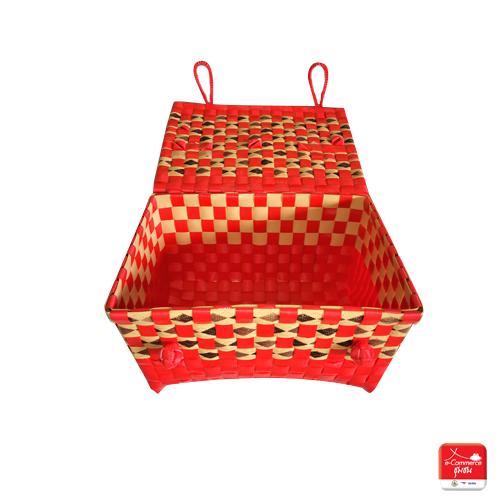 กระเป๋าสานจากเส้นพลาสติกแบบมีฝาปิด (สีแดงสลับลายสีต่างๆ)