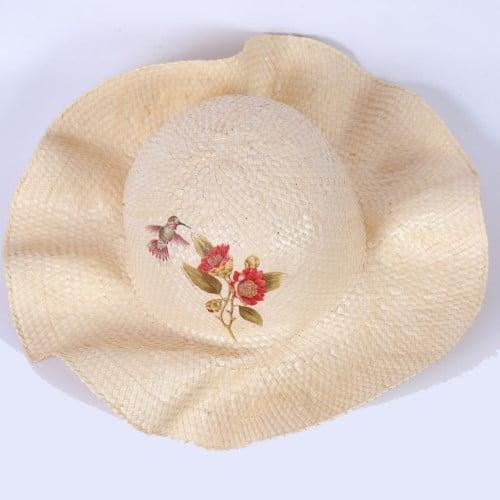 หมวกสุภาพสตรีพิมพ์ลาย สีพื้น จากต้นกก ตำบลตาเป็ก อำเภอเฉลิมพระเกียรติ จังหวัดบุรีรัมย์