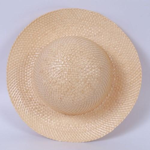 หมวกสานสีพื้น จากต้นกก ตำบลตาเป็ก อำเภอเฉลิมพระเกียรติ จังหวัดบุรีรัมย์