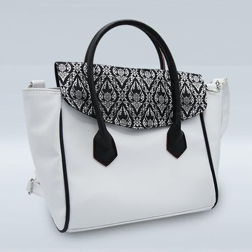 กระเป๋าผ้าไทยสีขาวจำนวน 1 ใบ