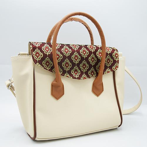 กระเป๋าผ้าไทยสีครีมจำนวน 1 ใบ
