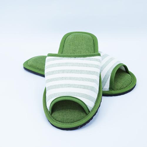 รองเท้าสีเขียว size L