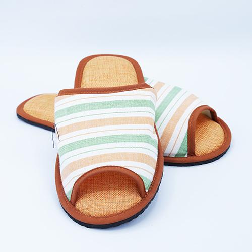 รองเท้าสีส้ม size L