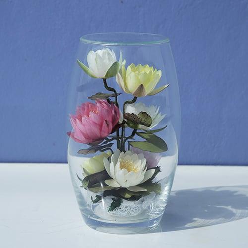 ดอกบัวสดอบแห้งในภาชนะแก้วทรงรักบี้ ขนาดเล็ก