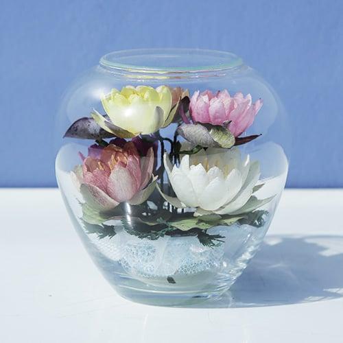 ดอกบัวสดอบแห้งในภาชนะแก้วโอ่ง ขนาดเล็ก