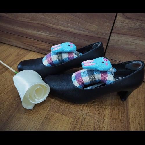 ตุ๊กตาน้ำหอมดับกลิ่นรองเท้า แพคละ 2 ตัว (พร้อมแคปซูลน้ำหอม 4 อัน) size L