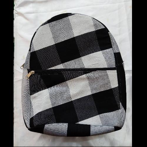กระเป๋าเป้ใหญ่ลายผ้าขาวม้า (ดำ-ขาว)