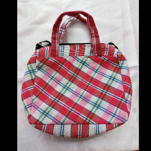 กระเป๋าถือลายผ้าขาวม้า (แดง-ขาว-ชมพู)