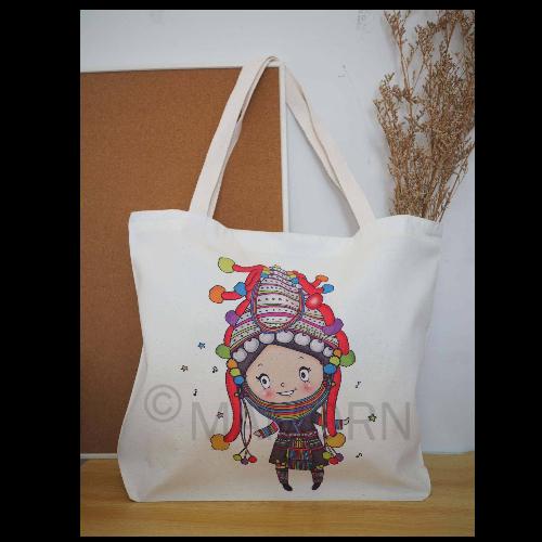 กระเป๋าผ้าลดโลกร้อนพิมพ์ลายสาวน้อยอาข่า ขนาดใหญ่ MXL06