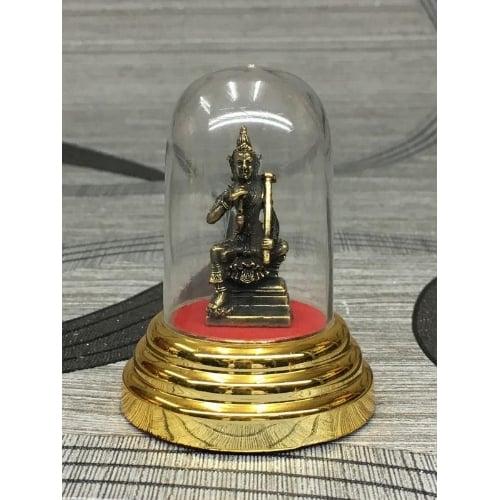 รูปหล่อ รูปปั้น พระวิษณุ ประทับนั่งแบกจอบ เนื้อทองเหลือง (ใหญ่) พร้อมครอบแก้ว