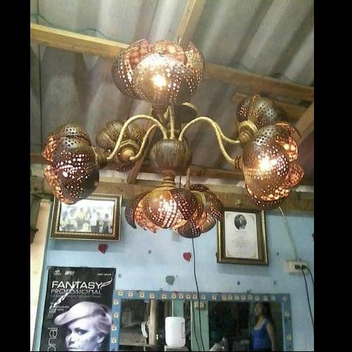 โคมไฟแก้วกะลาแขวนเพดานดอกบัว 7 ดอก