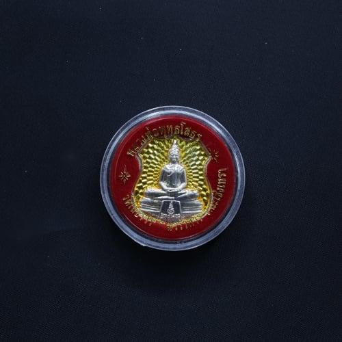 เหรียญหลวงพ่อโสธร สีประจำวันจันทร์ ด้านหลังเป็นรูปพระอุโบสถวัดโสธรฯ อัดกรอบพลาสติกทรงกลม