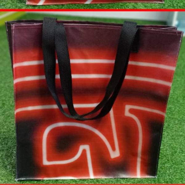 กระเป๋าไวนิล ทรงแฮรอท ลายกราฟฟิคสีแดง (มีเพียง 1 ใบ)