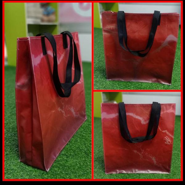 กระเป๋าไวนิล ทรงแฮรอท สีแดง ลายกราฟฟิค (มีเพียง 1 ใบ)
