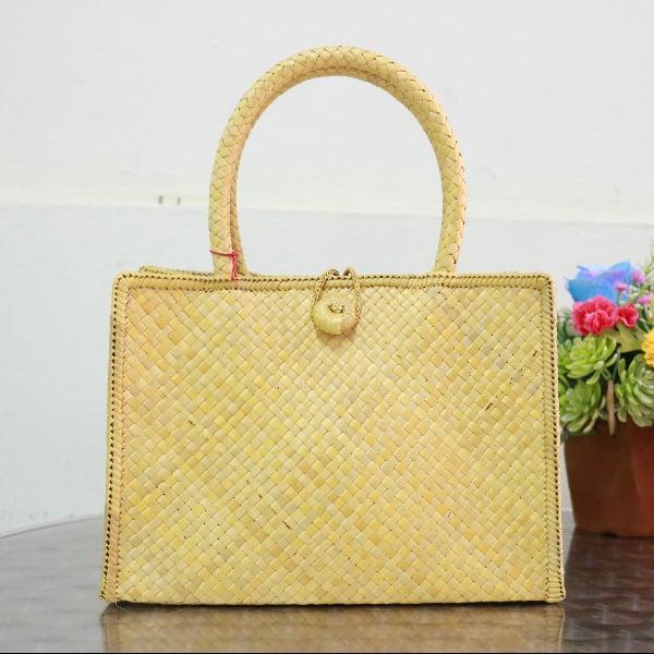 กระเป๋าสานใบเตยหนามใบเล็ก สีเหลืองเขียว