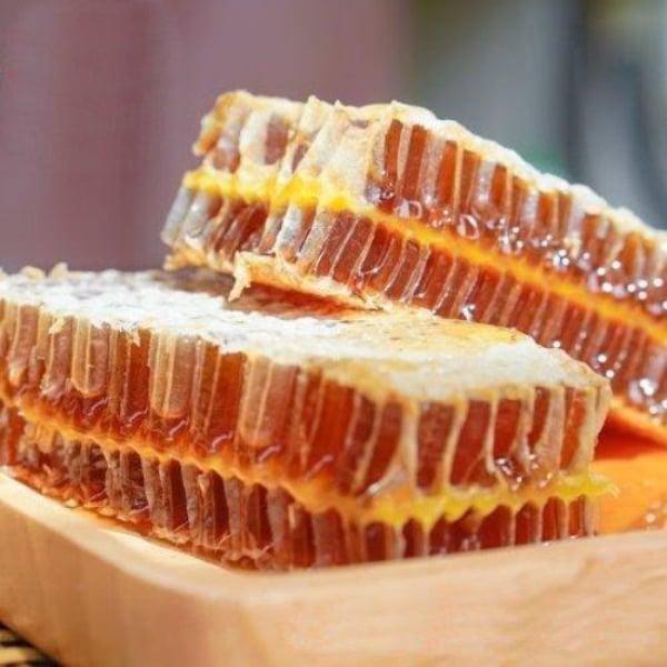 รวงผึ้งแท้จากฟาร์ม ราคาโปรโมชั่น ขนาด300กรัม จำนวน2กล่อง (ของขวัญไปรษณีย์)
