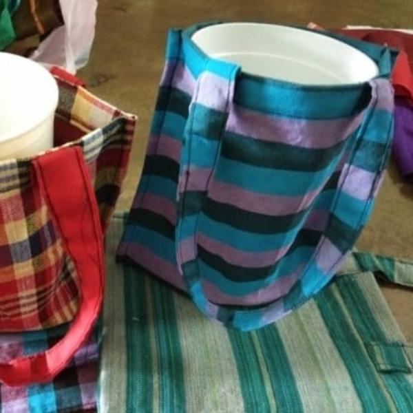 ถุงผ้าใส่แก้วน้ำ จำนวน 3 ถุง