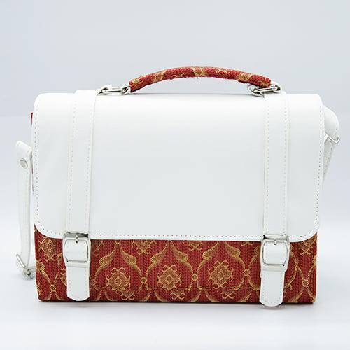 กระเป๋าผ้าไทยทรงกล่องสีแดงจำนวน 1 ใบ